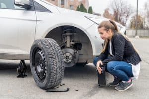 How to Remove the Spare Tire on a Chevy Truck